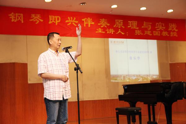 如《长江之歌》,《亚洲雄风》,《小草》等歌曲编配,让我们对钢琴伴奏